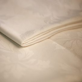 Tablecloth – Ivory Damask 12′ x 7′ (3.6m x 2.1m)