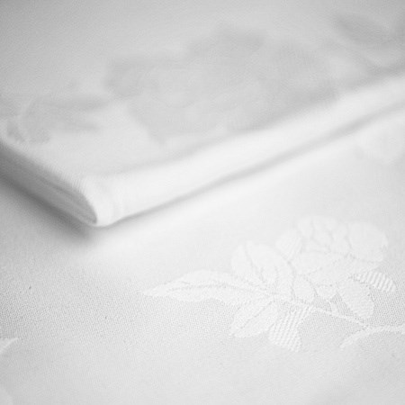 Tablecloth – White Damask 15′ x 7′ (4.6m x 2.1m)